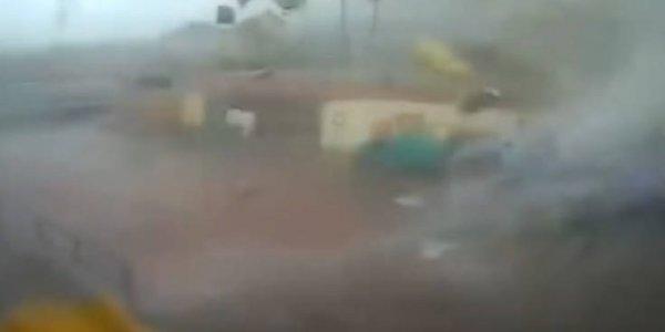 Aνεμοστρόβιλος σαρώνει εργοστάσιο σε χωριό της Καλαμάτας (VIDEO)