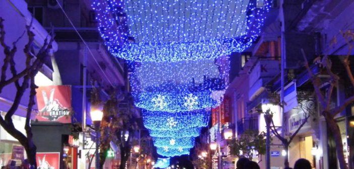 """""""Άρωμα"""" Χριστουγέννων στο Αγρίνιο – Άναψε ο εορταστικός διάκοσμος (ΔΕΙΤΕ ΦΩΤΟ)"""