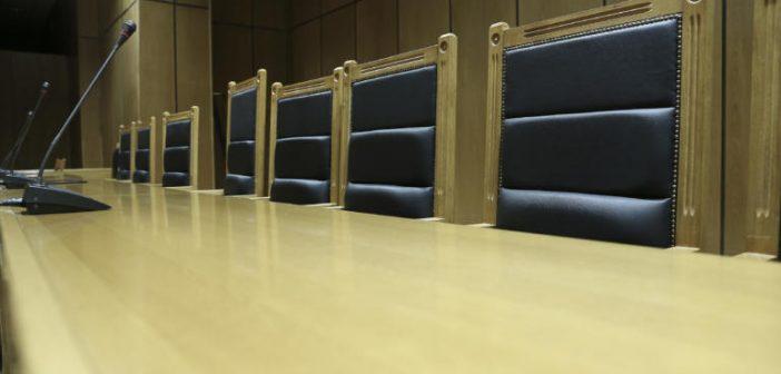 Κορονοϊός: Δίνουν το 50% του μισθού τους και οι διοικητικοί δικαστές