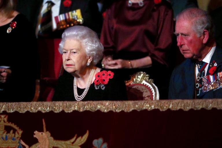 """""""Παραιτείται η Βασίλισσα Ελισάβετ και αναλαμβάνει ο Κάρολος""""!"""