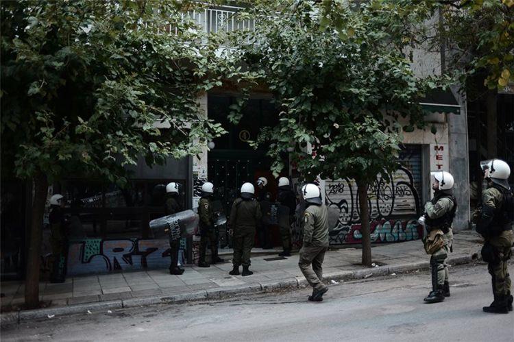 Εξάρχεια – Βίντεο: ΜΑΤ σε ταράτσες πολυκατοικιών – Έξι συλλήψεις