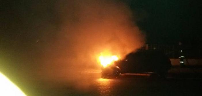 Μεσολόγγι: Πήρε φωτιά αυτοκίνητο κοντά στο ΚΤΕΟ