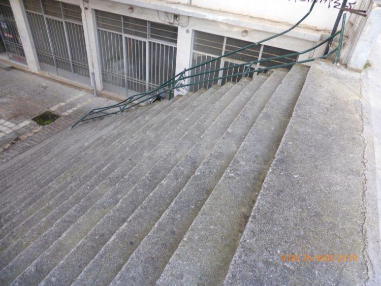 Ναύπακτος: Αντικαταστάθηκε το κάγκελο στα σκαλοπάτια της παρόδου Αθηνών και Νόβα (ΔΕΙΤΕ ΦΩΤΟ)