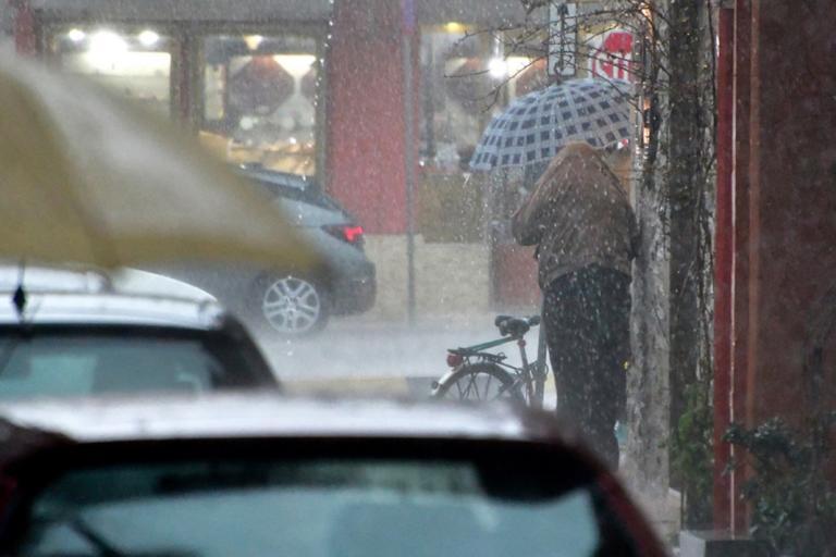 Καιρός: Βροχές, καταιγίδες και 22 βαθμούς η θερμοκρασία!