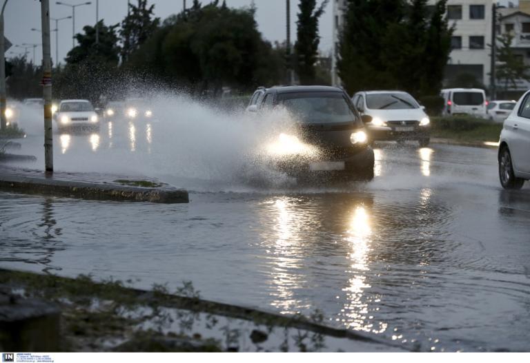 Καιρός: Τοπικές βροχές με σποραδικές καταιγίδες και… κουφόβραση!
