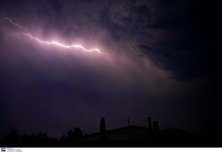 Καιρός: Ισχυρές καταιγίδες, δυνατοί νοτιάδες και σκόνη από την Αφρική!