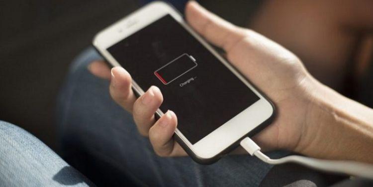 Γιατί δεν πρέπει ποτέ να φορτίζετε νύχτα το κινητό σας