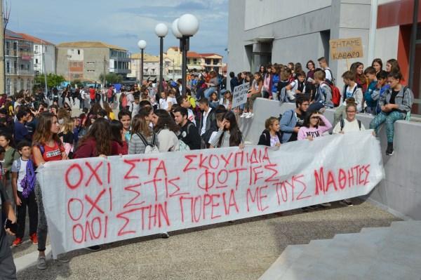 """Μαθητές: """"Ντροπή για την Λευκάδα η χωματερή – Θέλουμε η πόλη μας να είναι καθαρή"""" (ΔΕΙΤΕ ΦΩΤΟ)"""