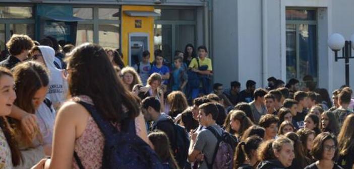 Λευκάδα: Πορεία μαθητών για τα σκουπίδια την Πέμπτη
