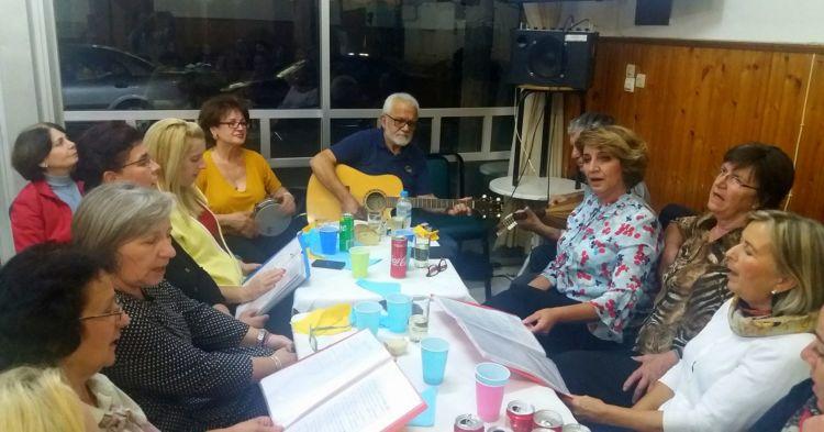 Μουσική βραδιά του Συλλόγου Γυναικών και της Χορωδίας Καλυβίων (ΔΕΙΤΕ ΦΩΤΟ)