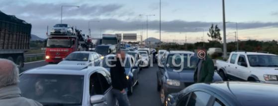 Εθνική Αθηνών – Κορίνθου: Ταλαιπωρία χωρίς τέλος για τους ακινητοποιημένους οδηγούς (ΔΕΙΤΕ ΦΩΤΟ)