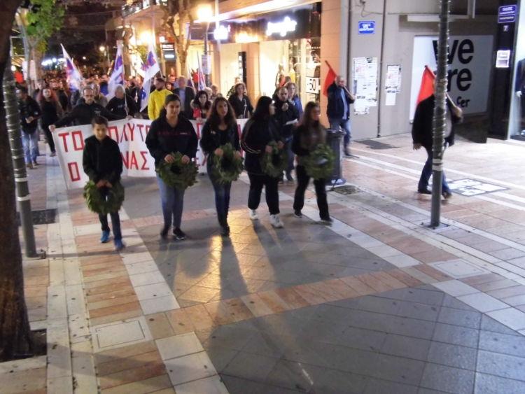 Το Εργατικό Κέντρο Αγρινίου τίμησε την 46η επέτειο εξέγερσης του Πολυτεχνείου (ΔΕΙΤΕ ΦΩΤΟ)