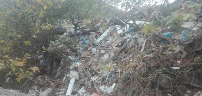 Γεμάτος σκουπίδια ο Ποταμός στο Μοναστηράκι Βόνιτσας (ΔΕΙΤΕ ΦΩΤΟ)