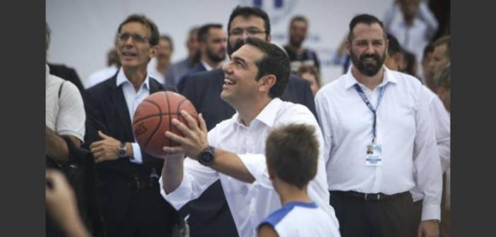 Έπαιξε μπάσκετ και τραυματίστηκε ο Αλέξης Τσίπρας (ΦΩΤΟ)