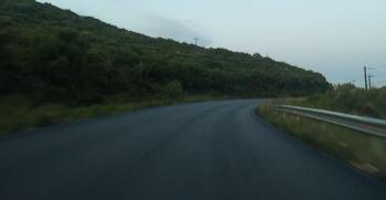 Έριξαν άσφαλτο σε μερικά σημεία του δρόμου Βόνιτσας – Λευκάδας αλλά παρέλειψαν την διαγράμμιση! (ΔΕΙΤΕ ΦΩΤΟ)