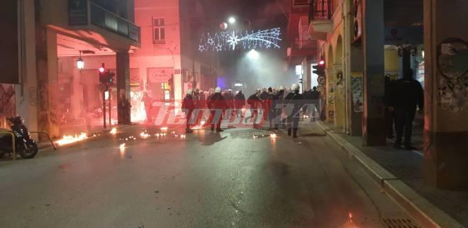 Επεισόδια στο κέντρο της Πάτρας – Τραυματίστηκε αστυνομικός και μια γυναίκα – Κυνηγητό μέχρι την Αγία Σοφίας -19 προσαγωγές και 4 συλλήψεις (VIDEO + ΦΩΤΟ)