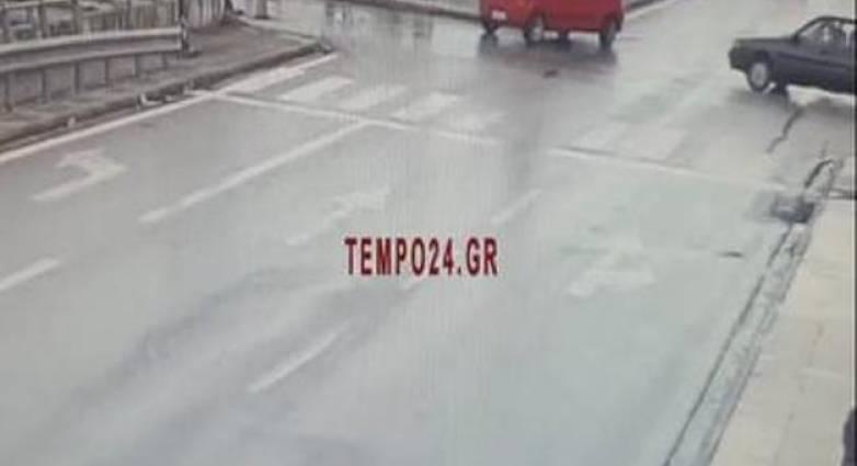 """Πάτρα: Βίντεο – σοκ για το πως """"καρφώθηκε"""" δικυκλιστής στο πίσω μέρος νταλίκας!"""
