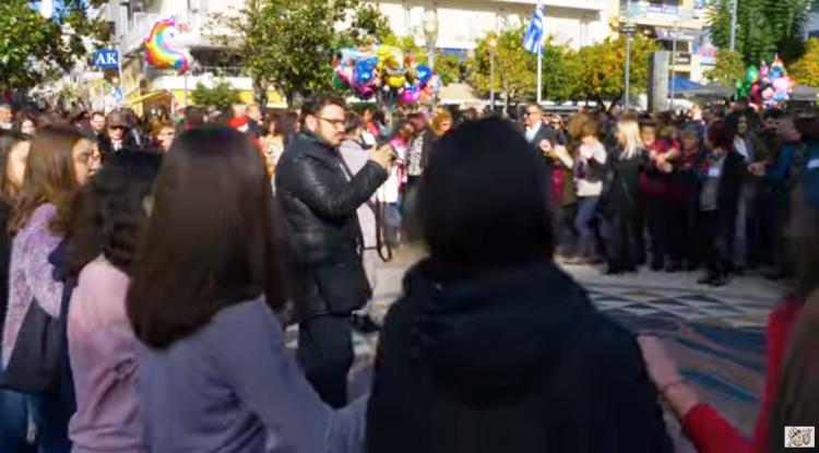 Αγρίνιο: Υπέροχο βίντεο από το Χριστουγεννιάτικο παραδοσιακό γλέντι στην πλατεία Δημοκρατίας