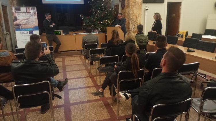 Με επιτυχία το «Εργαστήριο Νεανικής Επιχειρηματικότητας» στο Αγρίνιο (ΦΩΤΟ)
