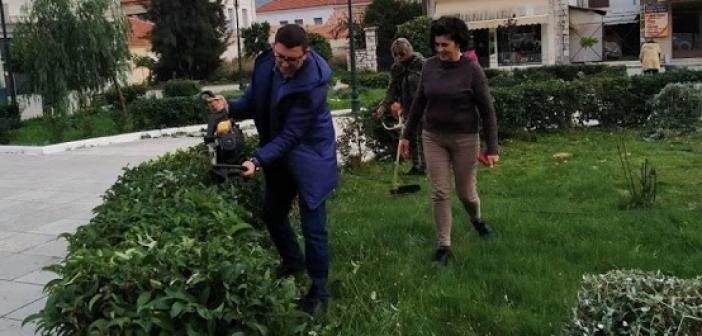 Εθελοντικός καθαρισμός στην κεντρική πλατεία Αστακού (ΔΕΙΤΕ ΦΩΤΟ)