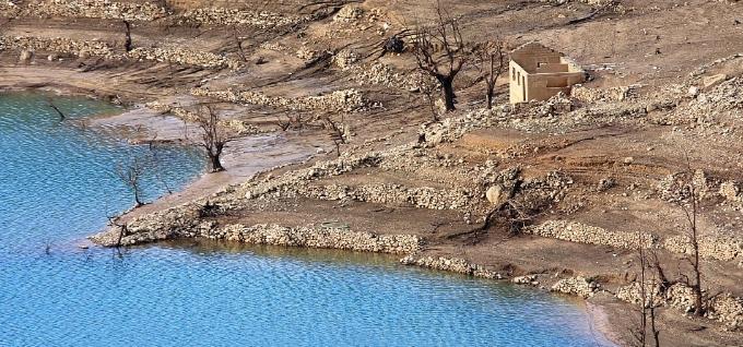 Σε πολύ χαμηλό σημείο η στάθμη της Ευηνολιμνης (ΔΕΙΤΕ ΦΩΤΟ)