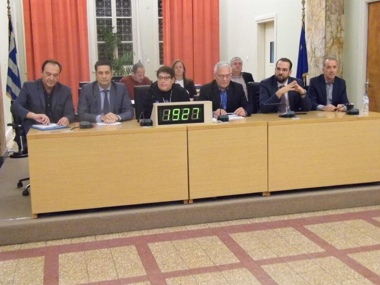 Ο περιφερειάρχης και η πρύτανις στη συνεδρίαση του δημοτικού συμβουλίου Αγρινίου για το Πανεπιστήμιο (ΔΕΙΤΕ LIVE)