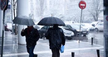 Κακοκαιρία: Καταιγίδες, πυκνές χιονοπτώσεις και θυελλώδεις άνεμοι σε όλη τη χώρα