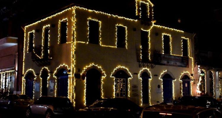 Ναύπακτος: Κλέβουν τον Χριστουγεννιάτικο διάκοσμο του δήμου – Tι αναφέρει σε ανακοίνωσή του ο δήμος