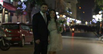 Δυτική Ελλάδα: Οι αντιεξουσιαστές χειροκρότησαν νιόπαντρο ζευγάρι που κατέβαινε από το Δημαρχείο της Πάτρας (ΔΕΙΤΕ ΦΩΤΟ)