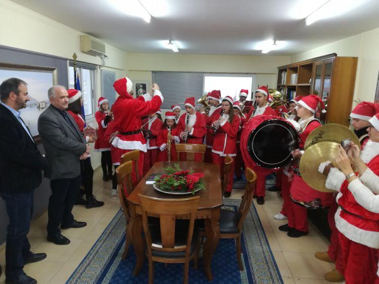 Ευχές και κάλαντα Χριστουγέννων στο Δήμαρχο Μεσολογγίου (ΦΩΤΟ)