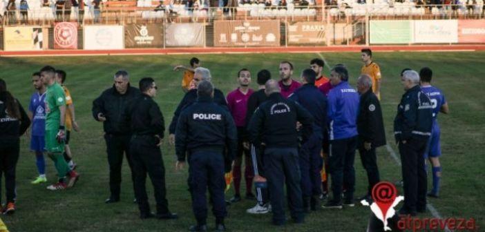 Ξύλο, κροτίδες, ντου σε φιλάθλους και δυο παίκτες στο νοσοκομείο σε ματς στην Πρέβεζα (ΔΕΙΤΕ ΦΩΤΟ)