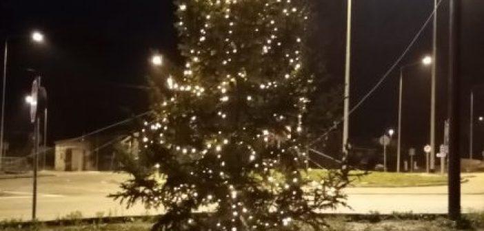 Εντυπωσιακός ο Χριστουγεννιάτικος στολισμός στην Γαβρολίμνη (ΔΕΙΤΕ ΦΩΤΟ)
