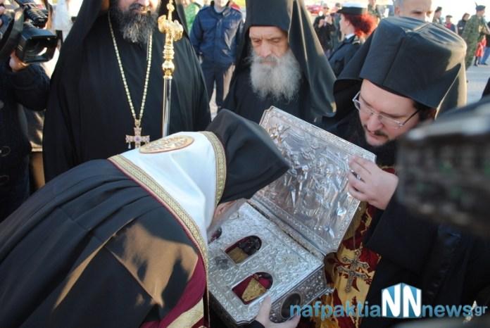 Ο Μοναχός της Ι.Μ. Αγίου Παύλου Πατέρας Βασίλειος για τα τίμια Δώρα (VIDEO)
