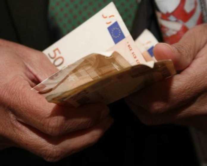 Κορονοιός: Σε 3 φάσεις η πληρωμή των 800 ευρώ – Ποιοι τα παίρνουν πρώτοι πριν το Πάσχα