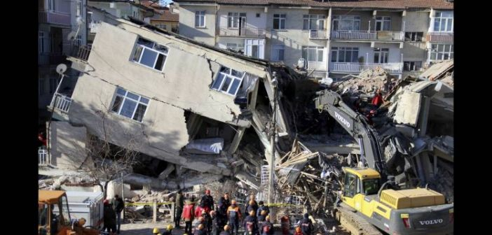 Σεισμός Τουρκία: Μεγαλώνει η λίστα των νεκρών από τη φονική δόνηση