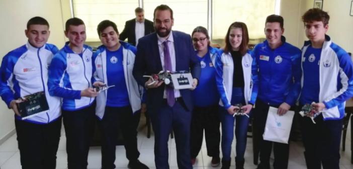 Ο Περιφερειάρχης βράβευσε την ομάδα μαθητών από την Αιτωλοακαρνανία που συμμετείχε στην 21η Ολυμπιάδα Ρομποτικής με την Εθνική Ομάδα
