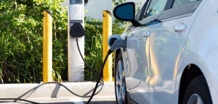 Κίνητρα για ηλεκτροκίνητα οχήματα σχεδιάζει η κυβέρνηση
