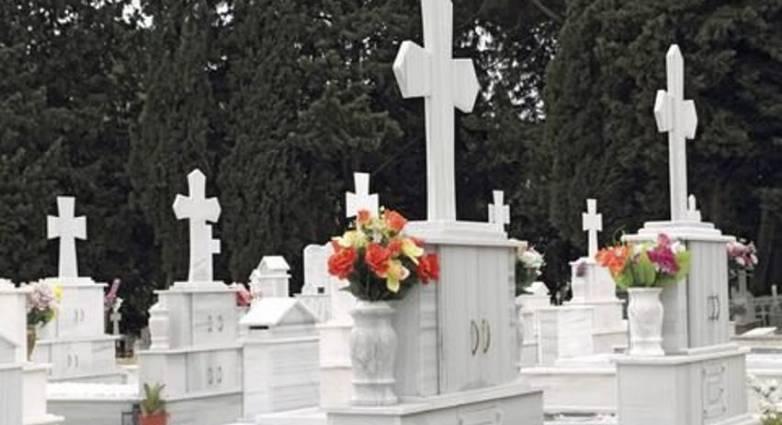 Καλαμάτα: Μαθητές ξέθαψαν πτώμα και το έβαλαν να κοιτά την είσοδο του νεκροταφείου!