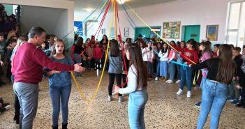 Χορός, κέφι, φαγητό και το παραδοσιακό «Γαϊτανάκι» στο 1ο Δημοτικό Αγίου Κωνσταντίνου