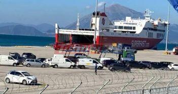 ΤΩΡΑ – Πάτρα: Κατέπλευσε το πρώτο πλοίο από την Ιταλία – Κλιμάκια του ΕΟΔΥ στο λιμάνι (ΦΩΤΟ +VIDEO)