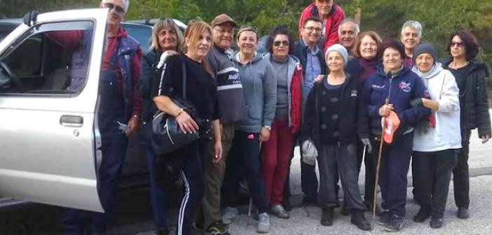 Εθελοντές καθάρισαν τον περιφερειακό δρόμο στον Αστακό (ΔΕΙΤΕ ΦΩΤΟ)