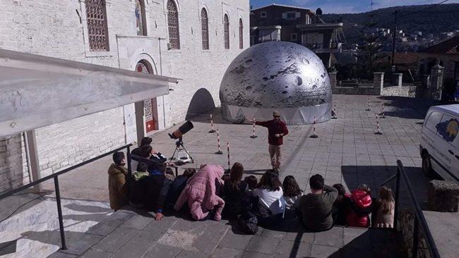Οι μικροί μαθητές στο ψηφιακό πλανητάριο στην Αμφιλοχία (ΔΕΙΤΕ ΦΩΤΟ)