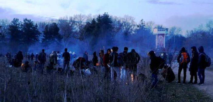 Δίχως τέλος τα επεισόδια στις Καστανιές! Νέα μαζική προσπάθεια προσφύγων να περάσουν τα σύνορα – Έπεσαν δακρυγόνα
