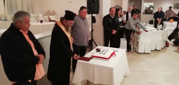 Αμφιλοχία: Η «οικογένεια» των ΤΑΞΙ έκοψε την πρωτοχρονιάτικη πίτα