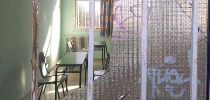 Αίσχος: Μετέτρεψαν το προαύλιο του 4ου Γυμνασίου Αγρινίου σε υπαίθριο μπαρ (ΔΕΙΤΕ ΦΩΤΟ)