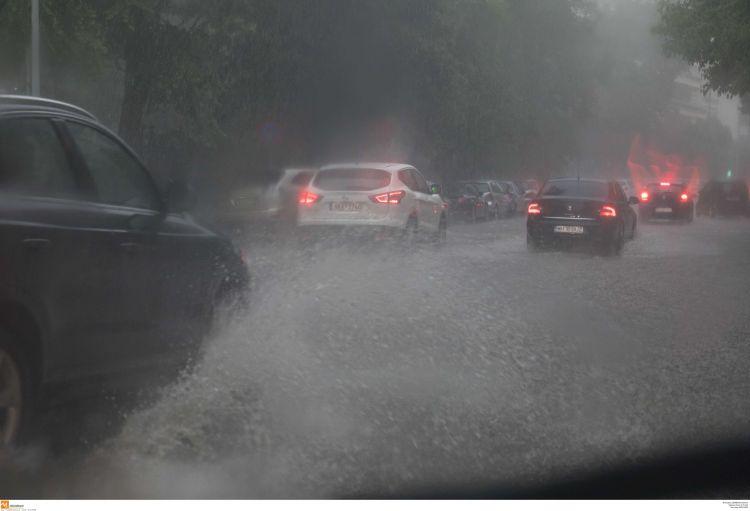Καιρός: Έρχονται βροχές τις επόμενες ώρες – Πού θα είναι έντονα τα φαινόμενα