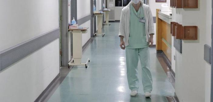 Συμβολική συγκέντρωση στην είσοδο των τακτικών ιατρείων από την Ένωση Ιατρών Νοσοκομείων Αιτωλοακαρνανίας