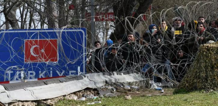 Τούρκος ΥΠΕΣ: Πήραμε τους πρόσφυγες από τα σύνορα, αλλά… μετά τον κορονοϊό δεν θα τους εμποδίσουμε