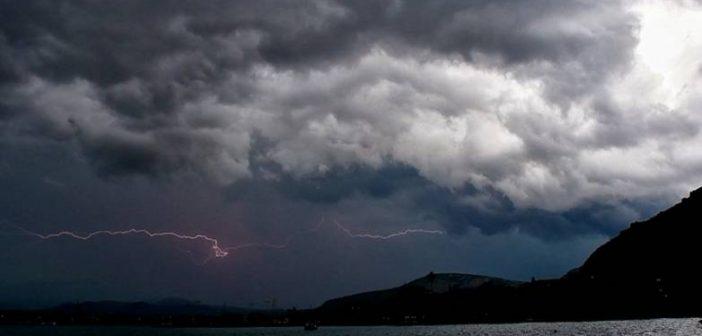 Καιρός: Έκτακτο δελτίο με καταιγίδες, 10 μποφόρ, κρύο και χιόνια