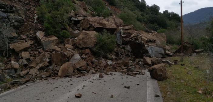 Ναυπακτία: Πτώση βράχων στο Χάνι Ρέρεσης (ΦΩΤΟ)